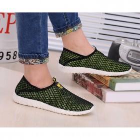 Sepatu Slip On Mesh Pria Size 41 - Black/Green - 5