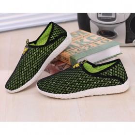 Sepatu Slip On Mesh Pria Size 43 - Black/Green - 2