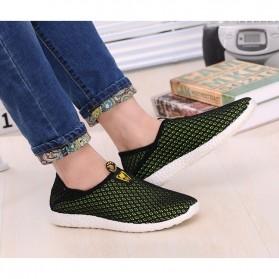 Sepatu Slip On Mesh Pria Size 43 - Black/Green - 4