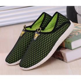 Sepatu Slip On Mesh Pria Size 44 - Black/Green