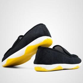 Sepatu Slip On Bahan Flannel Size 39 - Gray - 6