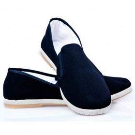 Sepatu Kasual Slip-on Pria Size 38 - Black