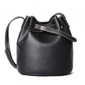 Tas Selempang Wanita bahan Kulit Simple Style - D6006 - Black