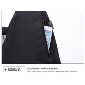 Dxyizu Tas Selempang Waistbag dengan USB Charger Port - Black - 8