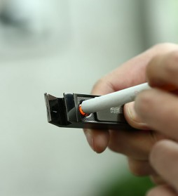Remax Tondan Korek Api Elektrik dengan Sinar UV - RT-CL02 - Black - 2