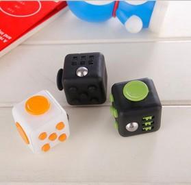 Mainan Pelepas Stress Fidget Hand Cube Big Size - Black/Red - 6