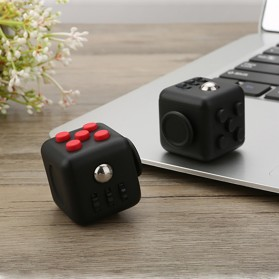 Mainan Pelepas Stress Fidget Cube - Black/Red - 2