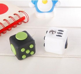 Mainan Pelepas Stress Fidget Cube - Black/Red - 3
