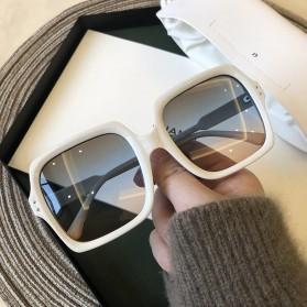 OUIO Kacamata Wanita Classic Vintage Sunglasses - 8956 - White