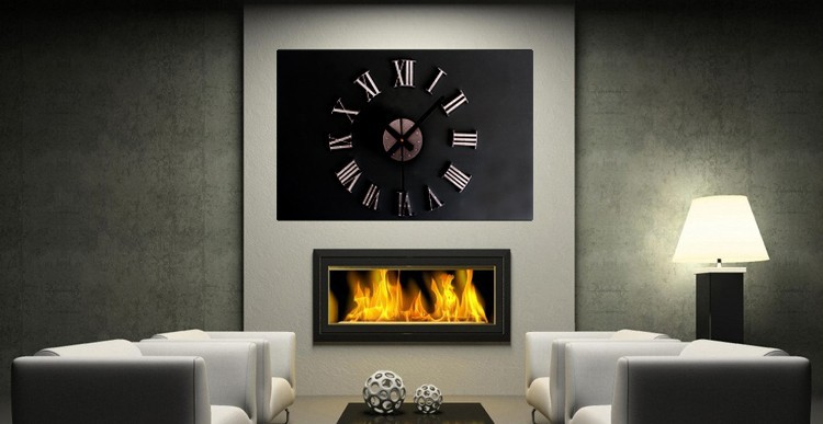 Jam dinding dengan ukuran sangat besar. Angka jam dan jarum jam dipasang  secara manual. Jam ini memiliki diameter yang sangat besar yaitu antar 30 - 60  cm. f2fdd8de76