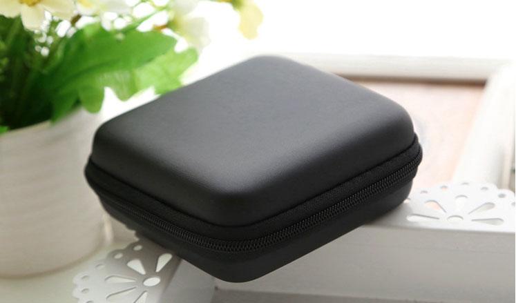 Kotak penyimpanan ini sangat mudah untuk di bawa karena memiliki ukuran yang tidak begitu besar.