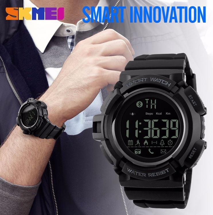 Jam tangan sporty dari SKMEI ini memiliki fitur smartwatch yang memungkinkan Anda dapat terhubung ke smartphone melalui koneksi Bluetooth.