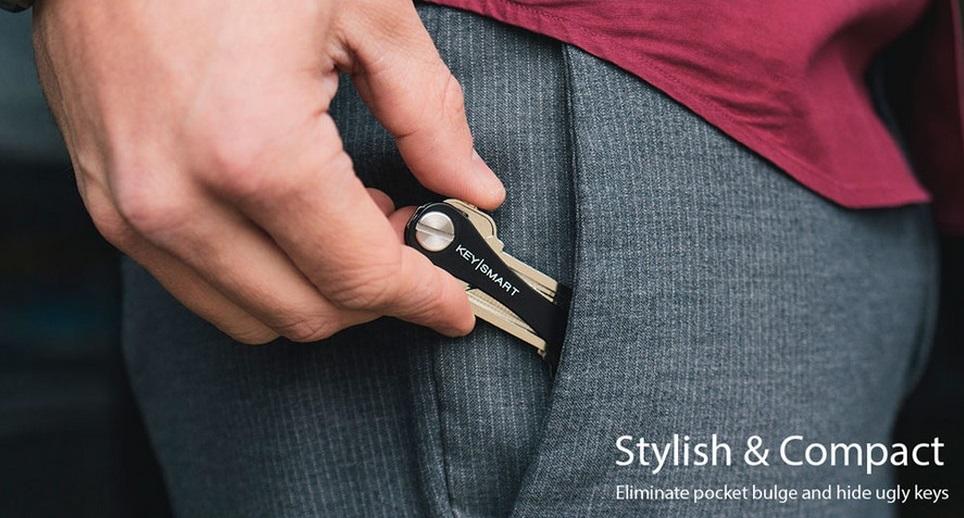 ... gantungan kunci bulat yang tidak efisien, KeySmart dapat menyimpan semua kunci Anda, dilipat dengan rapi, dan masuk ke saku Anda dengan nyaman.